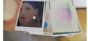 Peinture photographiée – La jeune fille à l'intrigant et le Flocon rose – 2018